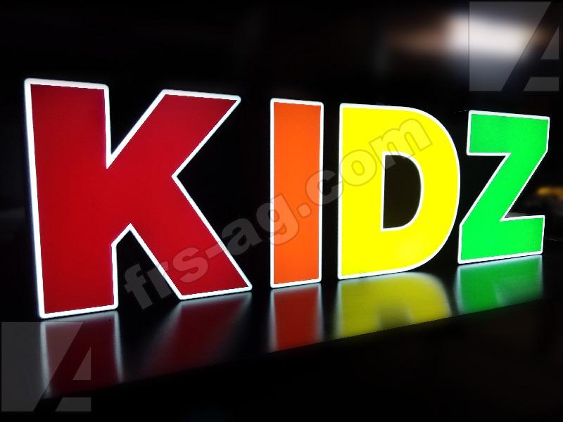 Объемные буквы для премии KIDZ AWARDS 2017