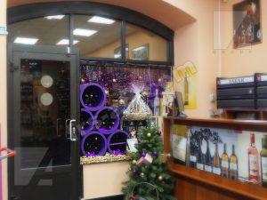 Оформление витрины винный бутик